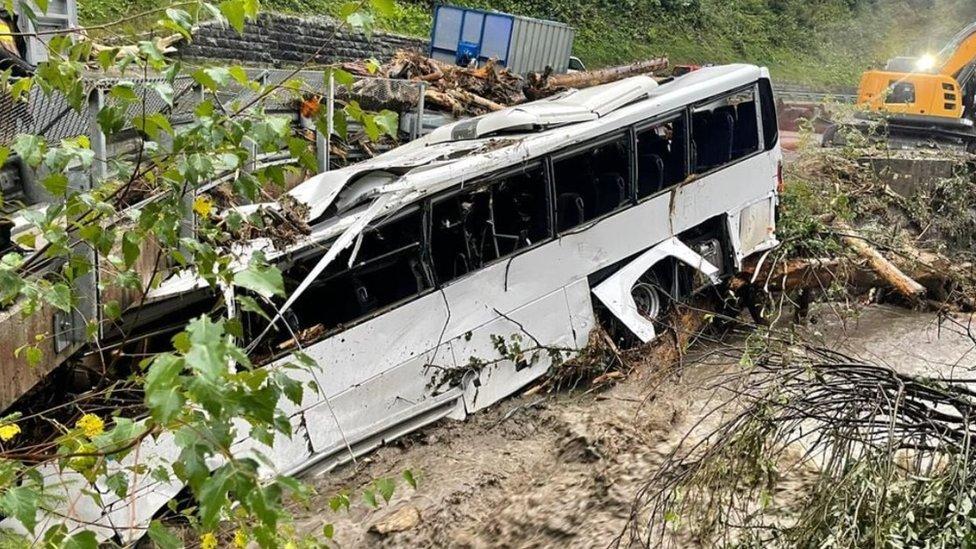 U autobusu uništenom u poplavama u Dientenu bilo je samo nekoliko putnika