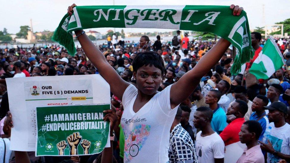 Tahun lalu, warga Nigeria menggelar aksi demonstrasi besar-besaran memprotes brutalitas polisi.