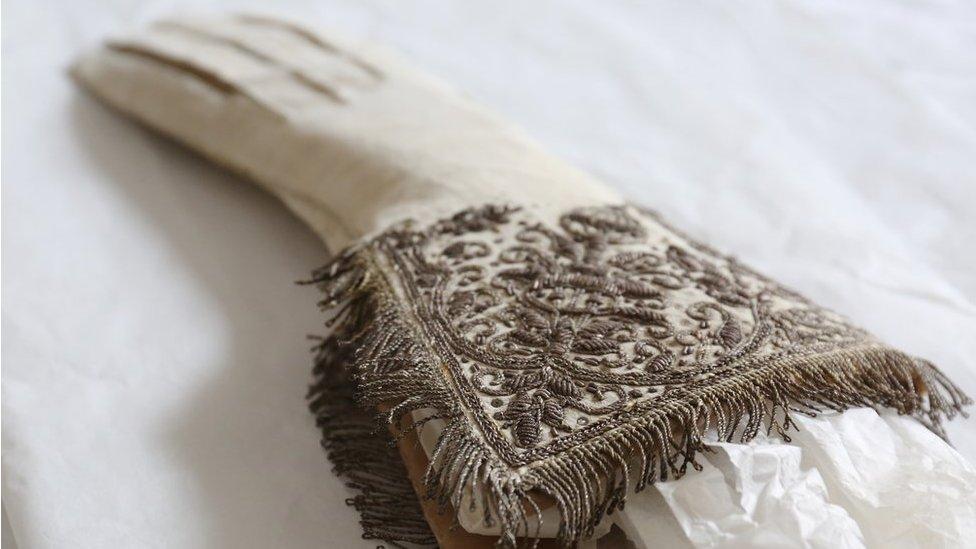 Queen Elizabeth I coronation glove to go on show