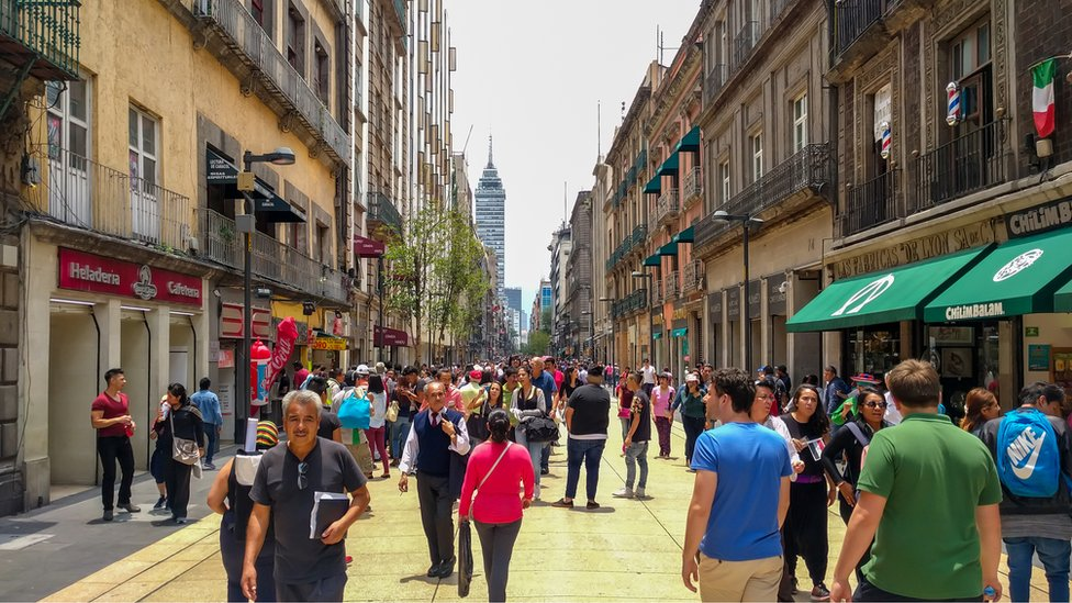 Peatones en la calle Madero de Ciudad de México