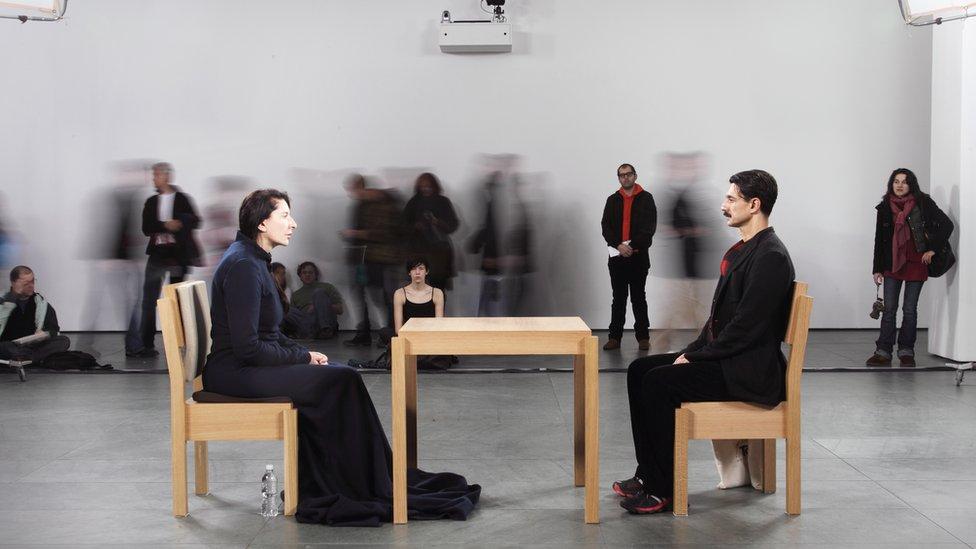"""""""Umetnik je prisutan"""", 2010. u muzeju MoMA u Njujorku"""