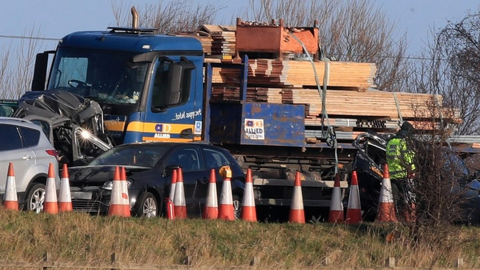 Lorry with scaffolding crashes into minibus