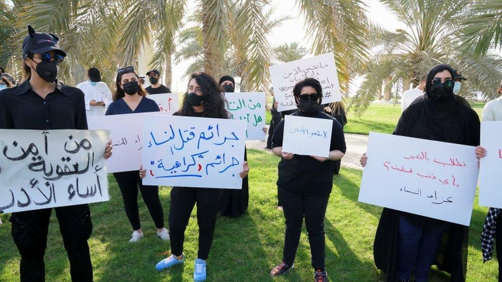 """نساء يعترضن على """"اضطهاد النساء في الكويت"""""""