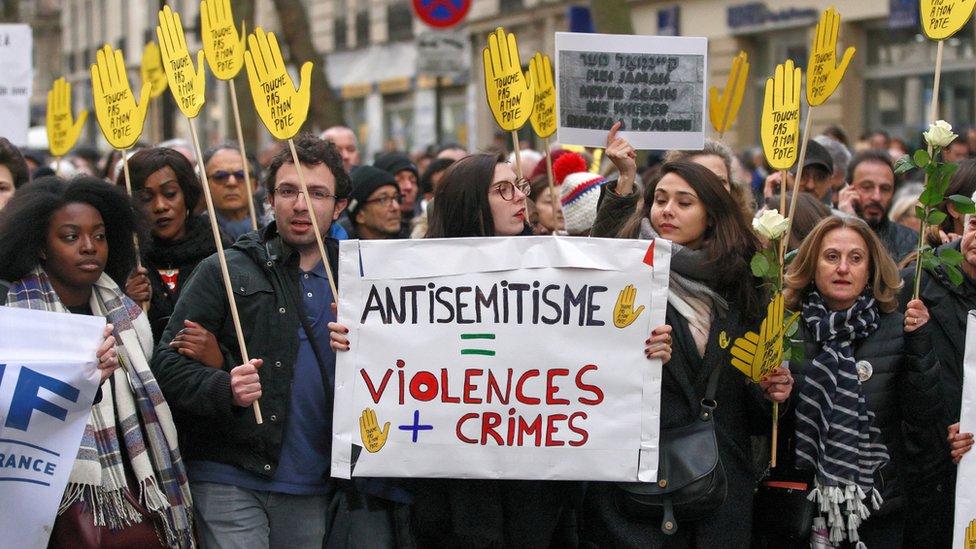 Protesta contra el antisemitismo en París