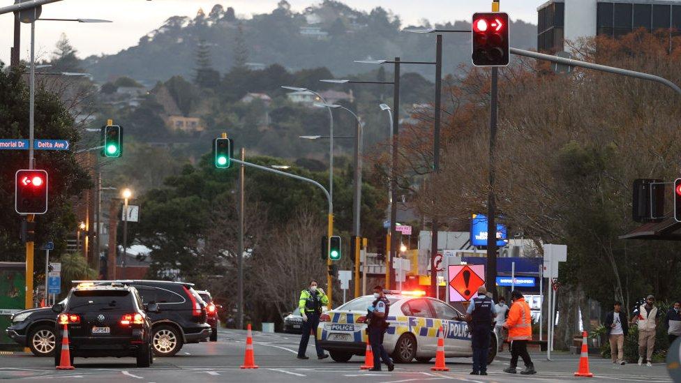 El ataque tuvo lugar en el supermercado Countdown, en LynnMall, ubicado en el distrito de New Lynn, Auckland, el viernes por la tarde (hora local).
