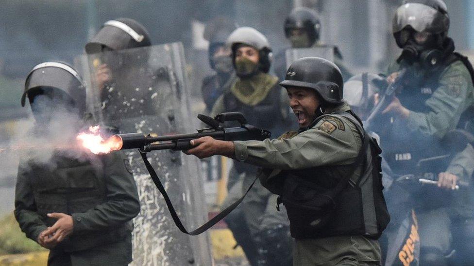 Guardias nacionales de Venezuela.