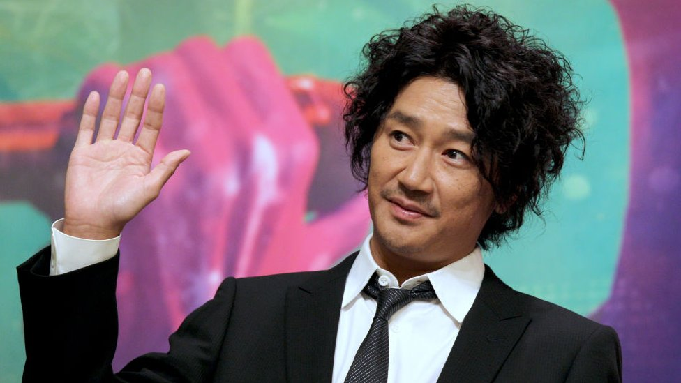 Masahiko Kondo: Japanese singer suspended over extra-marital affair thumbnail