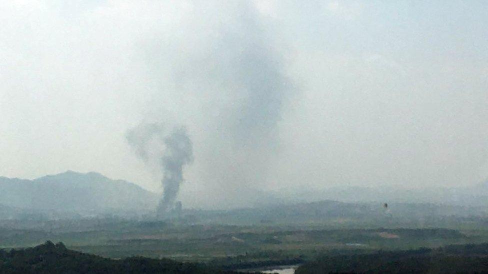 爆炸現場冒出的濃煙。