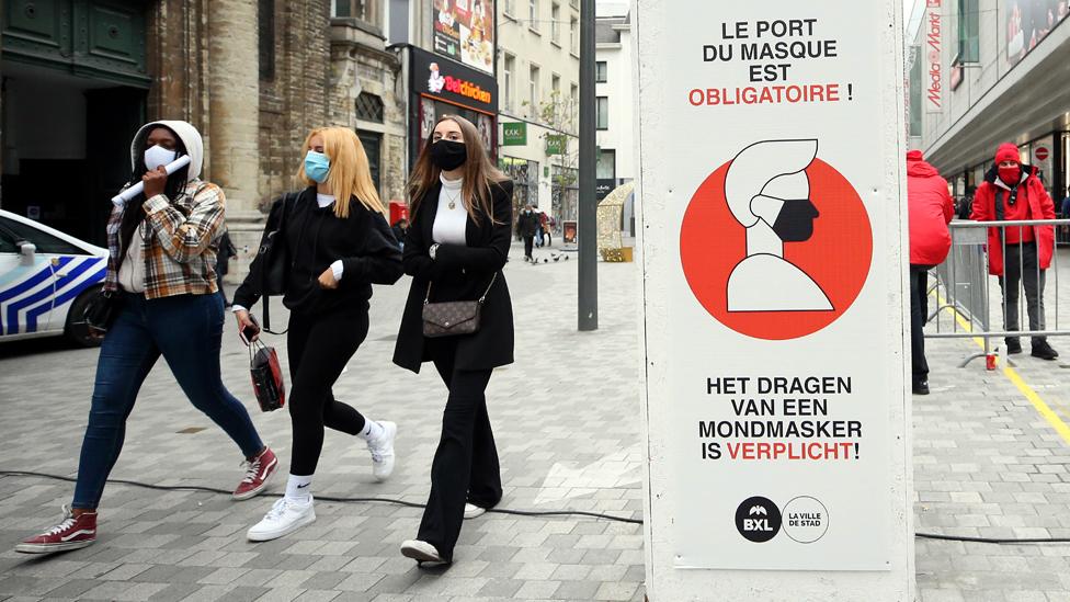 Brüksel'de maske takmak zorunlu tutuluyor.