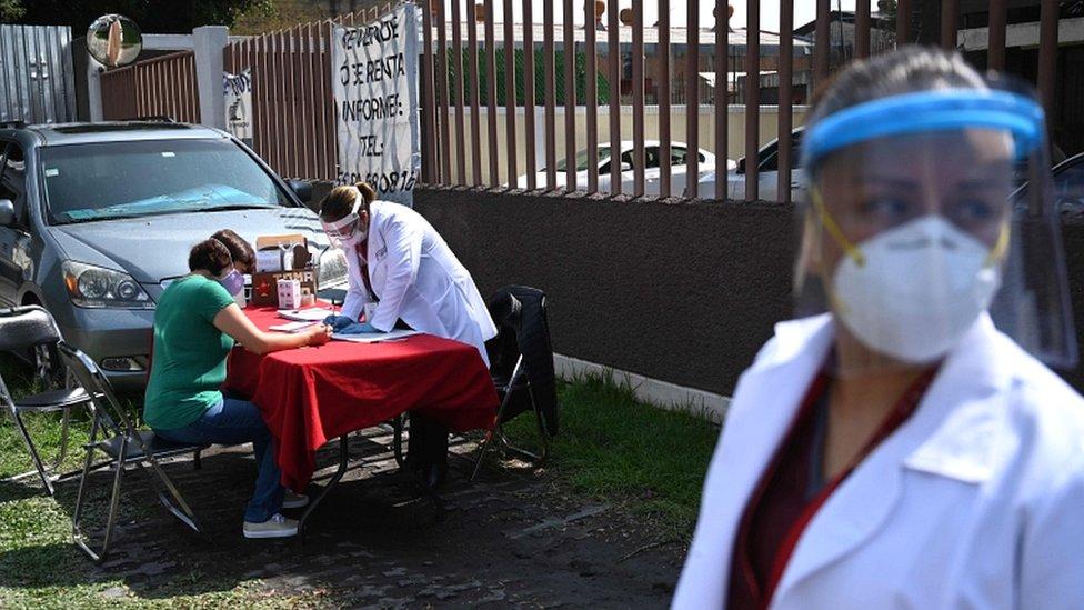medicinsko osoblje i pacijentkinja u meksiko sitiju