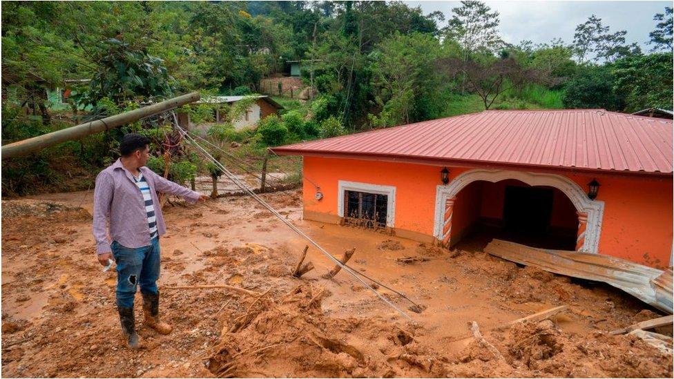 Una vivienda con lodo en Honduras