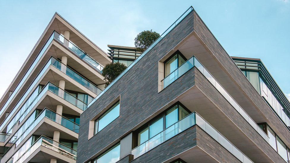 Price of flats fell in England last year, says Land Registry