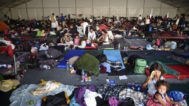 Binlerce göçmeni taşıyan karavan