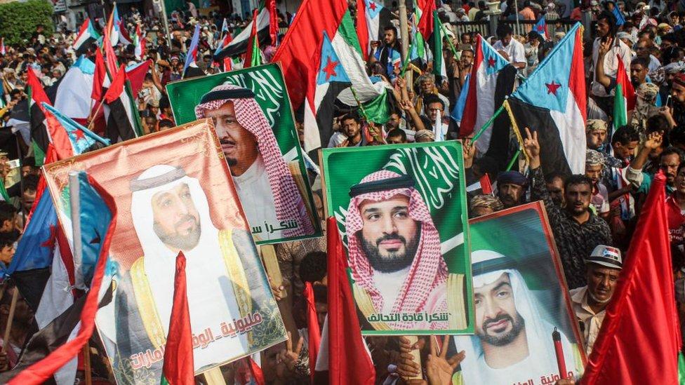 مسيرة في اليمين مؤيدة للتحالف الذي تقوده السعودية