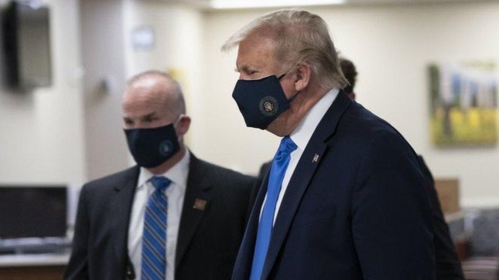 ارتدى دونالد ترامب قناع وجه في الأماكن العامة لأول مرة السبت الماضي