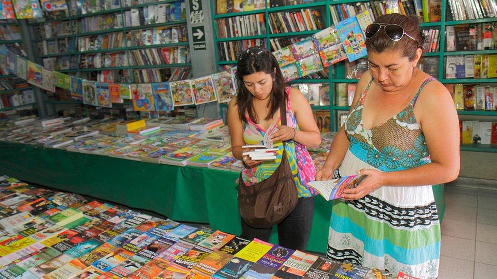 Una librería en Perú