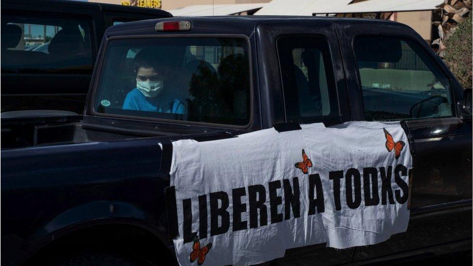 Protesta por la liberación de las personas retenidas en los centros del ICE.
