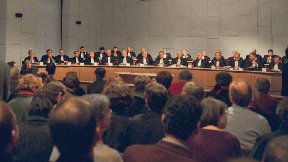 法國共和國司法法院開庭審理血製品污染過失殺人案(8/2/1999)