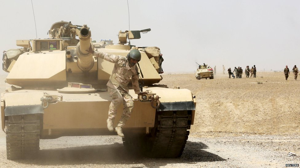 A tank of the Iraqi security forces is seen in al Nibaie, in Anbar province on 26 May, 2015