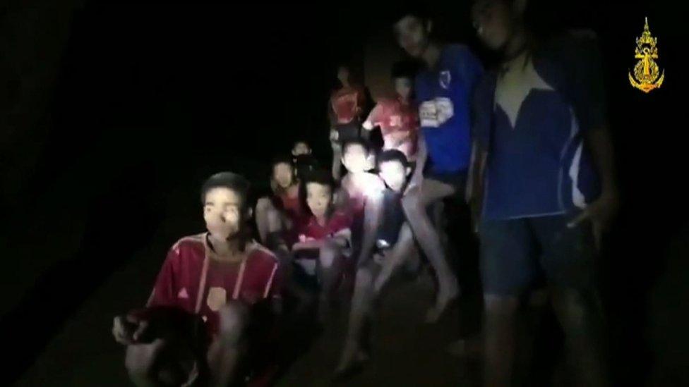 Captura del video que muestra a los niños a salvo.