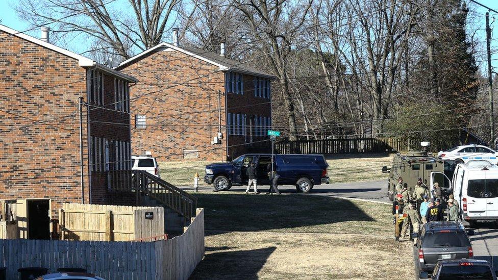 Güvenlik güçleri, Warner'ın evinde arama yaptı.
