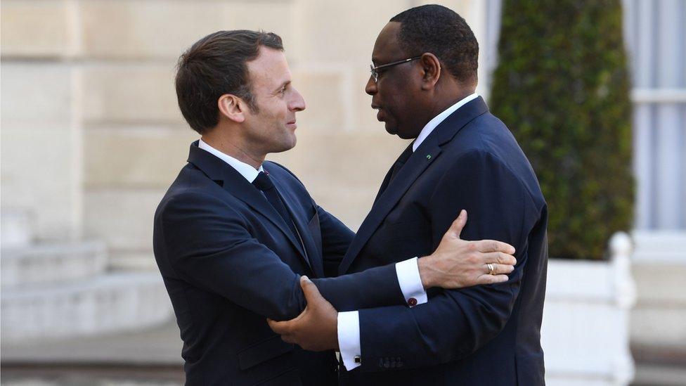 El presidente de Senegal, Macky Sall, durante una visita al mandatario de Francia, Emmanuel Macron.