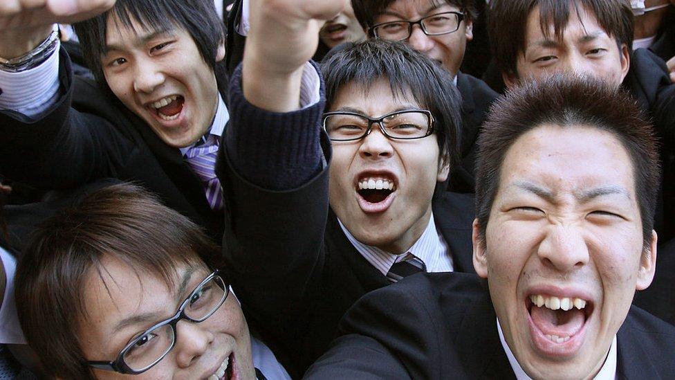 Japoneses celebrando