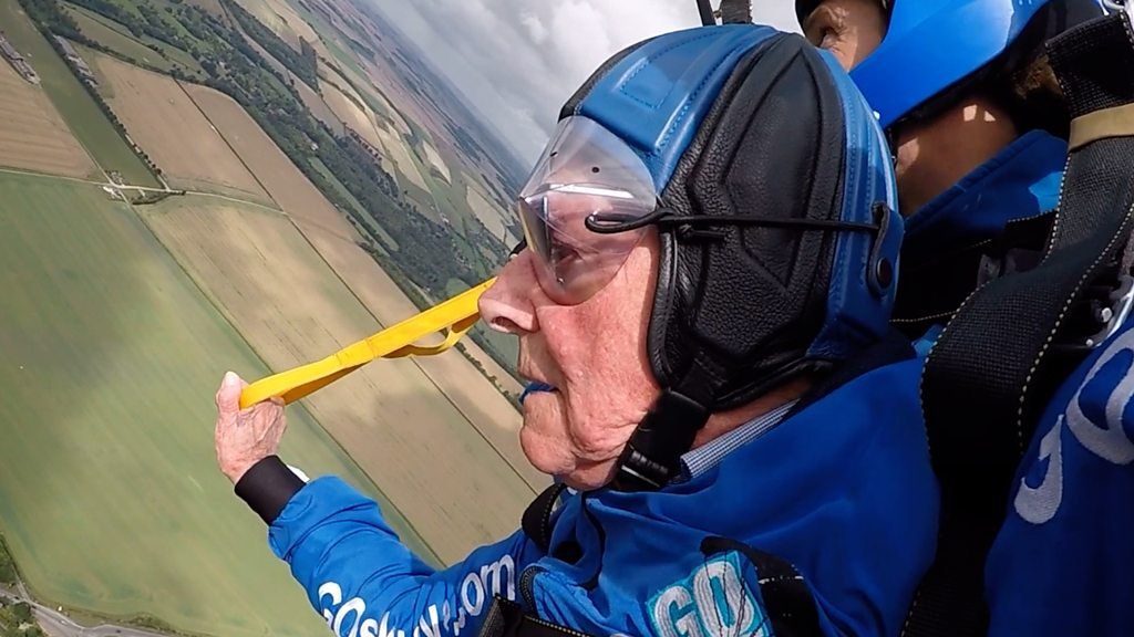 D-Day veteran Harry Read, 94, skydives for first time since WW2
