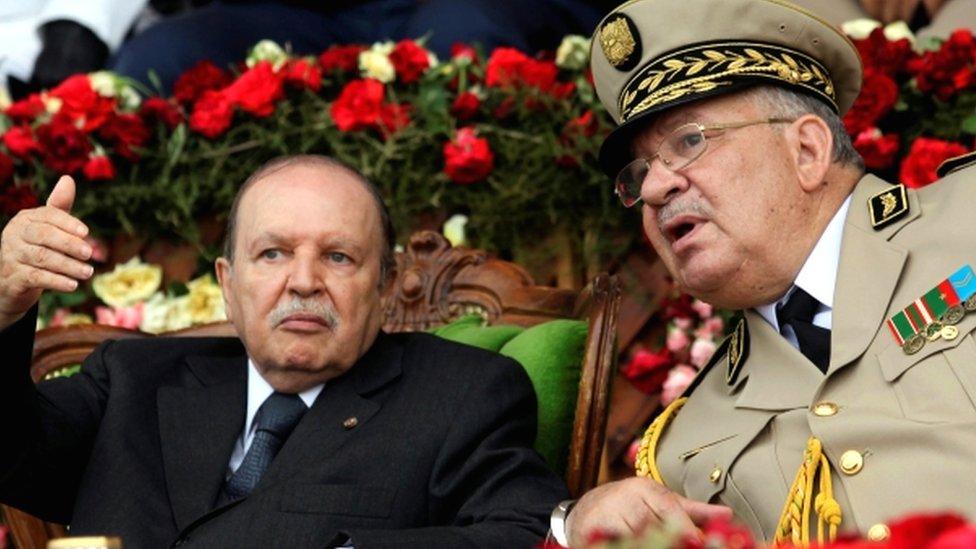 الفريق قايد صالح رئيس الاركان يطالب باعلان شغور منصب الرئيس