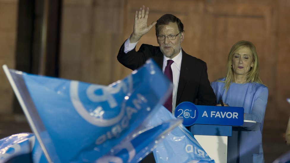 PM Mariano Rajoy with PP supporters, 9 Jun 16