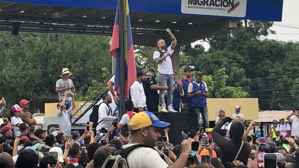 Nacho ante la multitud