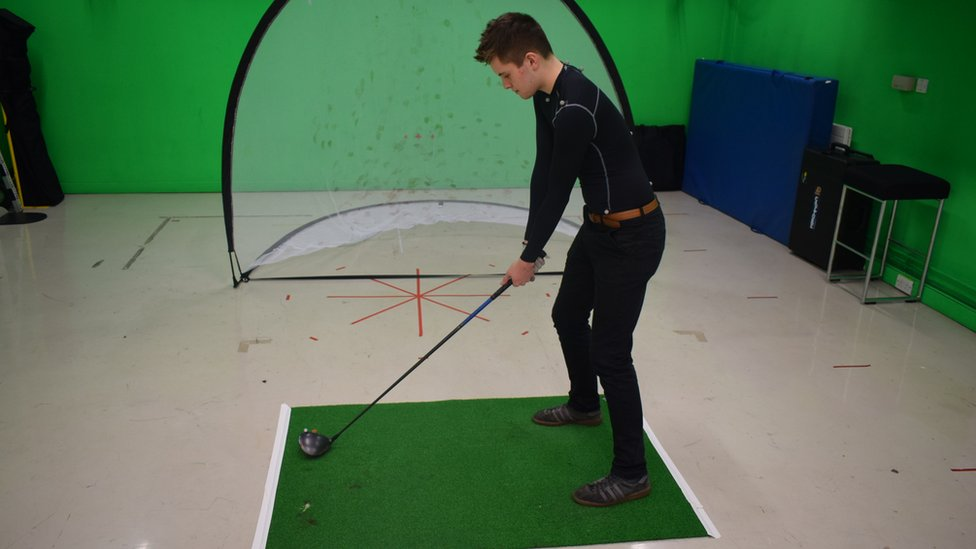 Yoga sessions 'could improve golf swing'
