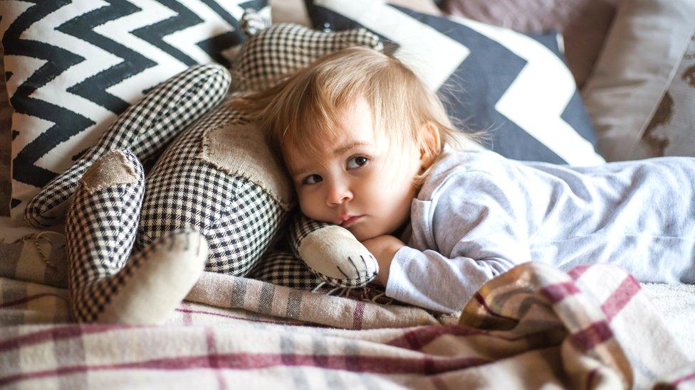 Niño despierto