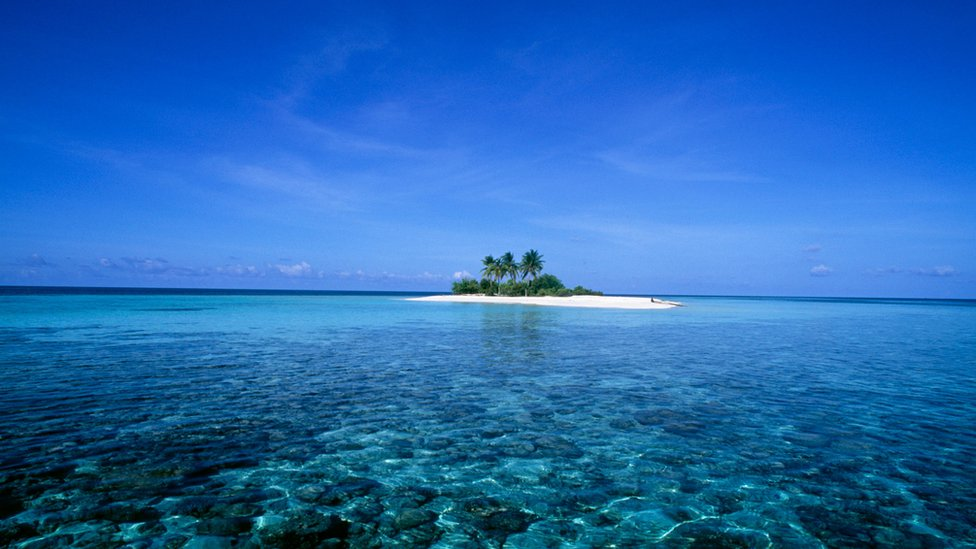 This is the island of Dunikolu in the Republic of Maldives in the Indian Ocean.