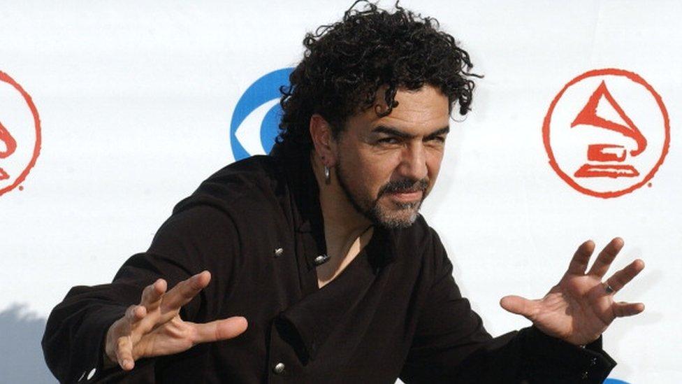 Rock yıldızı Sergio Arau seçimlerde parodi kampanya yürütüyor