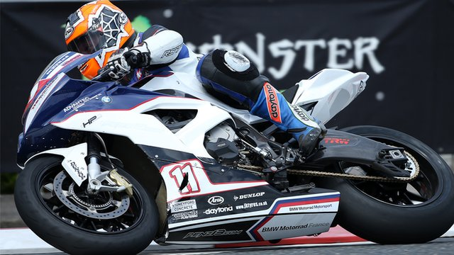 Stephen Thompson taking part in Superbike practice at the 2015 North West 200