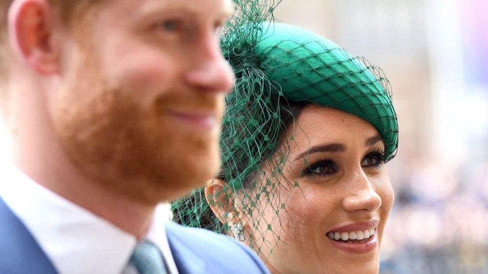 Prens Harry ve Meghan Markle, 2020 başında kraliyet görevlerinden vazgeçtiklerini duyurdu.