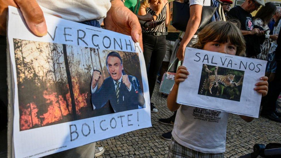 Protestas en Lisboa por las políticas del presidente de Brasil, Jair Bolsonaro, sobre la Amazonía.
