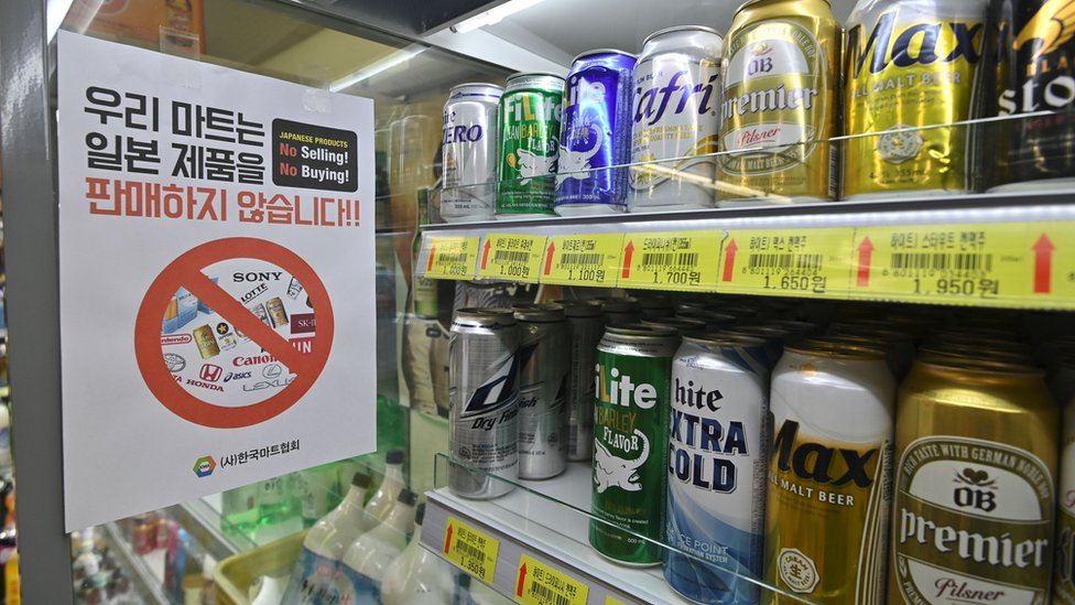 "Sign in a grocery shop in Seoul written in Korean saying ""We do not sell Japanese products!"""