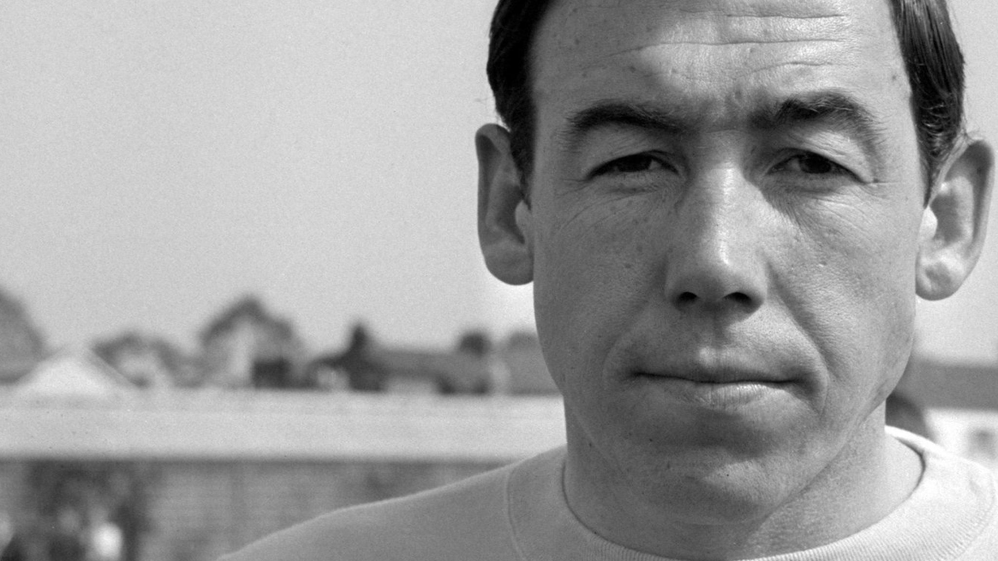 'One of the greatest' - Gordon Banks obituary