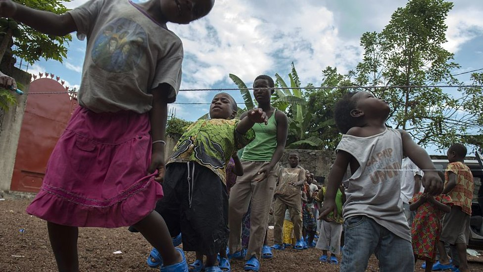 Niños en un orfanato de la RD del Congo