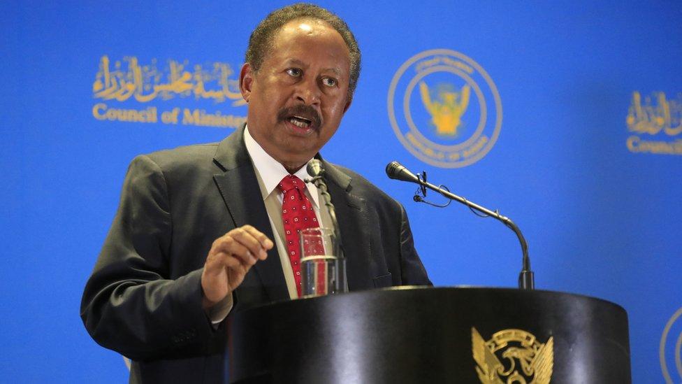 حمدوك لدى إعلانه تشكيلة الحكومة السودانية الجديدة