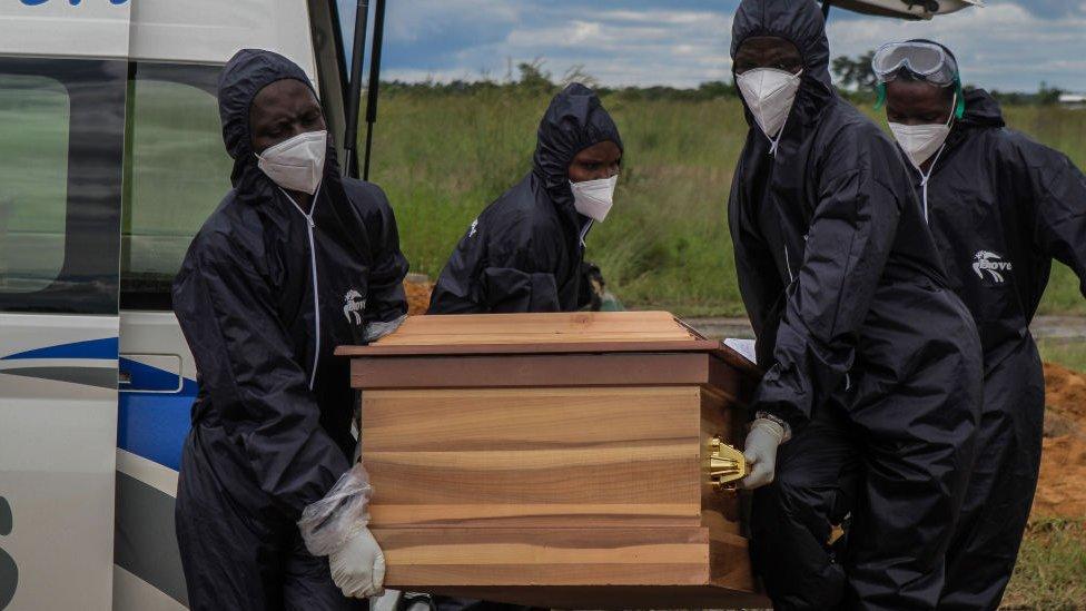 Enterramiento en Zimbabue.