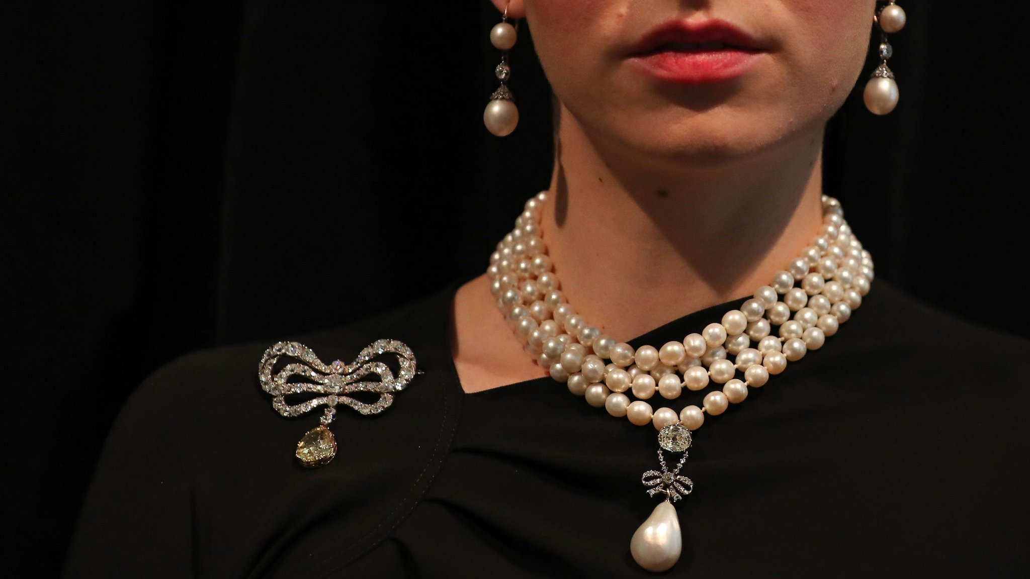 Marie Antoinette pearl auctioned for record $36m