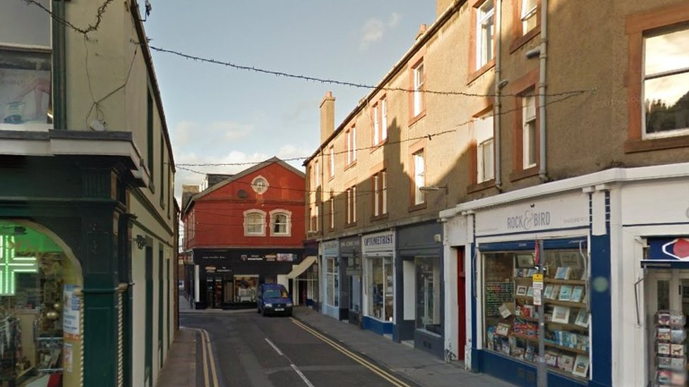 Man seriously hurt by gang of 15 in North Berwick
