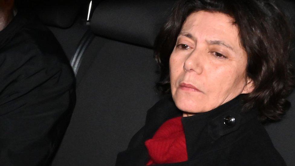 Osman Kavala'nın eşi Prof. Dr. Ayşe Buğra, Kavala'nın tekrar gözaltına alınmasının ardından Silivri'den ayrılırken (18 Şubat 2020)