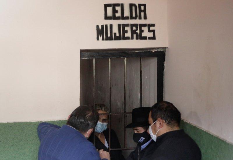Áñez en una celda de mujeres.