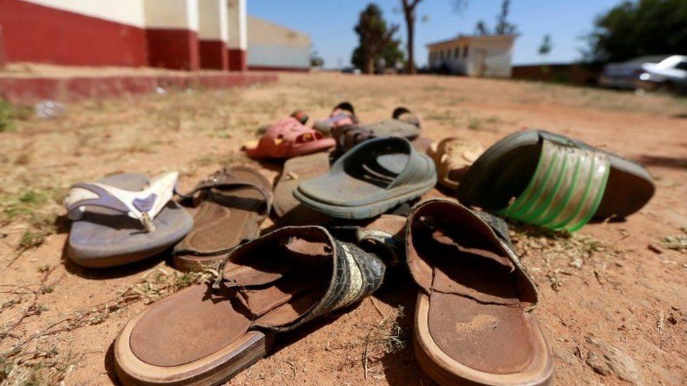 أحذية قديمة