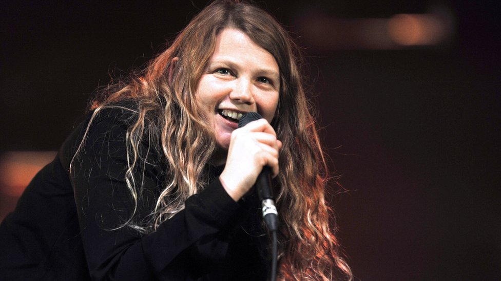 BBC News - Kate Tempest celebrates rhyme as poetry sales rise
