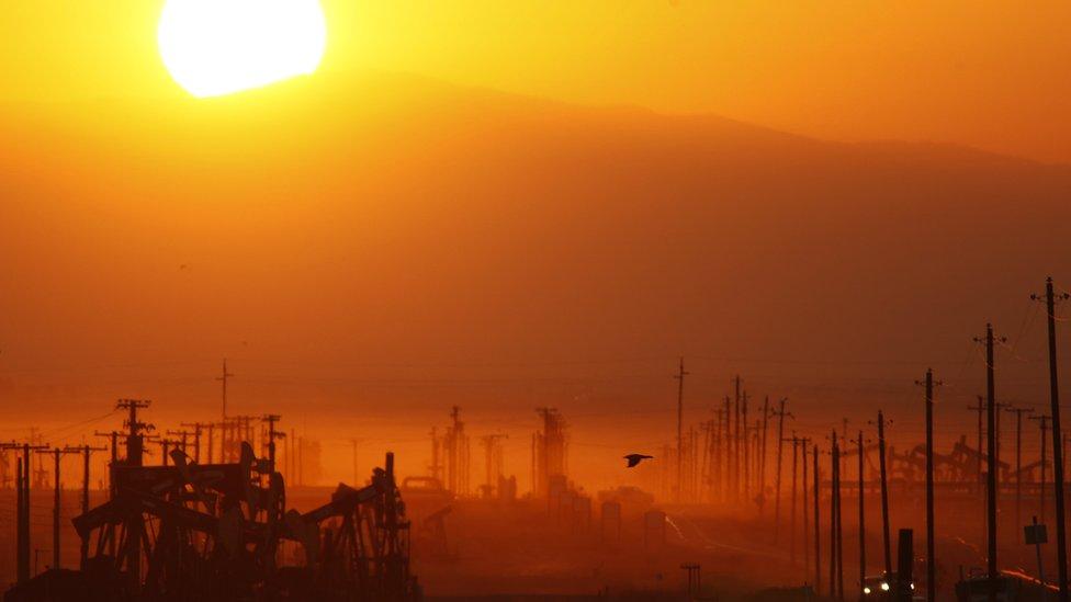 Un campo de fracking en California